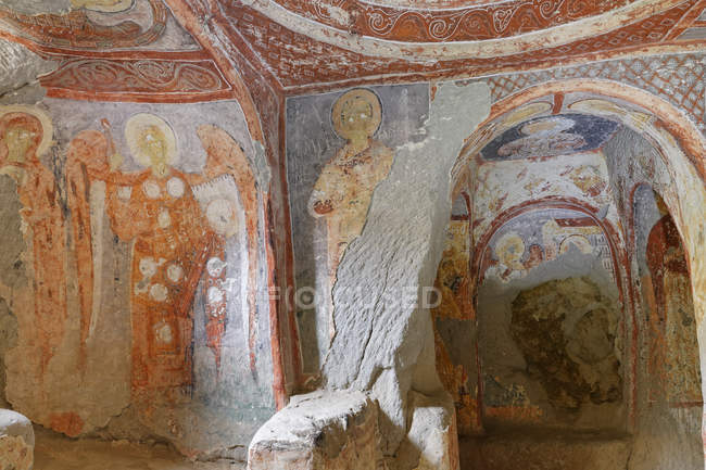 Turquía, Capadocia, Valle de Ihlara, frescos iglesia de Yilanli dentro - foto de stock