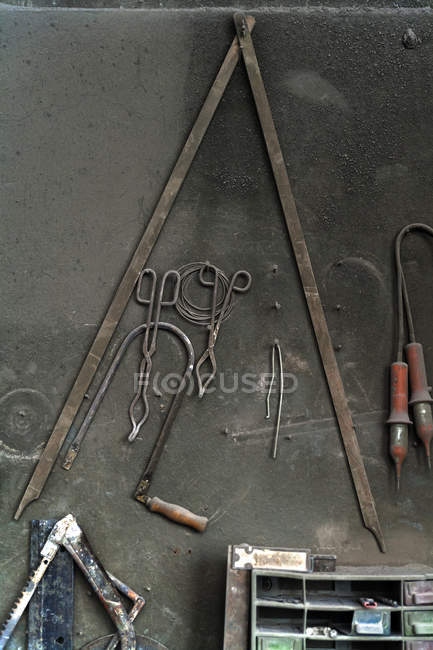 Tools in art foundry over dark grey surface — Stock Photo