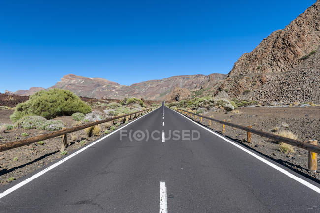 View of empty road at daytime, Teide National Park, Tenerife, Canary Islands, Spain — Stock Photo