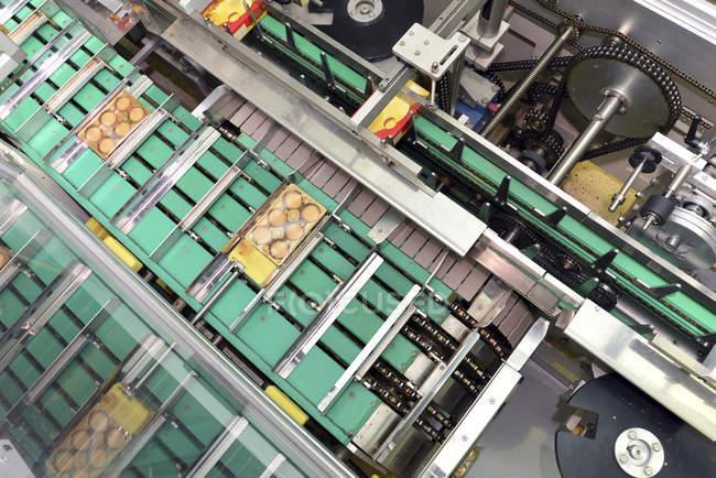 Germania, Sassonia-Anhalt, macchina imballatrice nel settore della panificazione, elevata vista — Foto stock