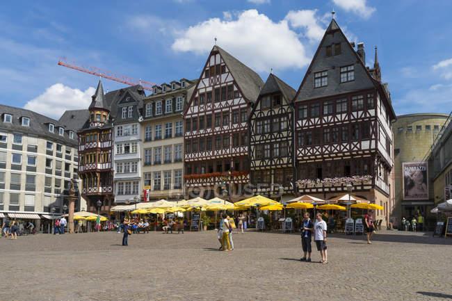 Alemania, Hesse, Frankfurt, Roemerberg, Casas históricas y plaza del mercado - foto de stock
