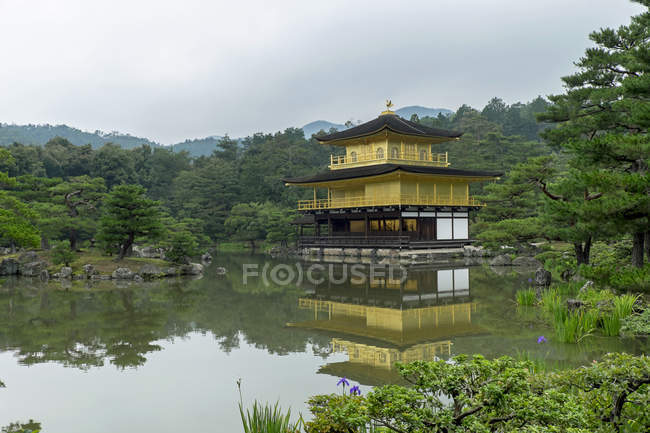 Japan, Kyoto, Kinkaku-ji,  Kinkaku, Golden pavillon and pond — Stock Photo
