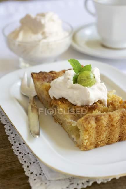 Шматок агрус мигдальний торт — стокове фото