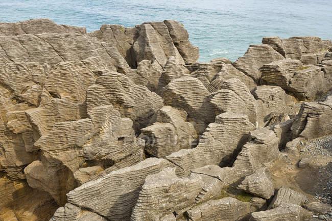 Nouvelle-Zélande, Île du Sud, Punakaiki, pancake rocks dans le Parc National de Paparoa à la Westcoast — Photo de stock