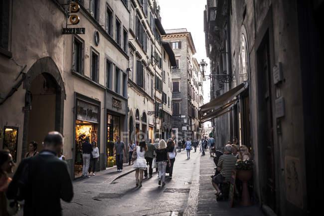 Италия, Тоскана, Флоренция, уличные сцены в дневное время — стоковое фото