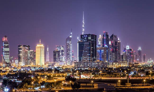 Наблюдения за представление Объединенных Арабских Эмиратов, Дубай ночью — стоковое фото