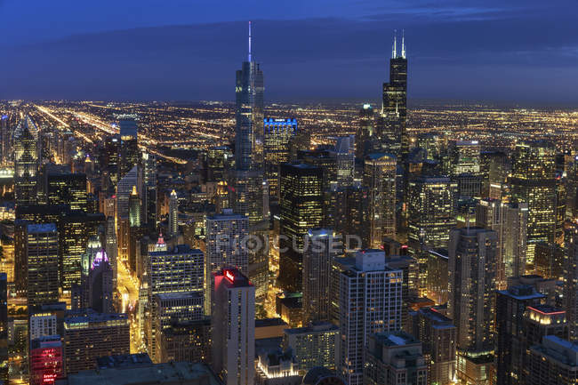 Elevated view of city from John Hancock Tower at evening twilight, Chicago, Illinois. USA — Stock Photo