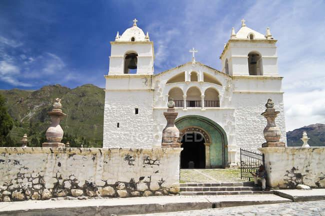 L'Amérique du Sud, Maca, vue sur l'église de Santa Ana en journée ensoleillée — Photo de stock