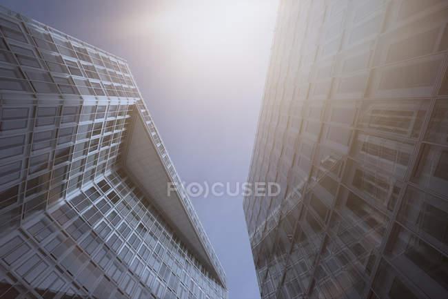 Німеччина, Гамбург, сучасна архітектура, багатоповерхових будинків проти сонця — стокове фото