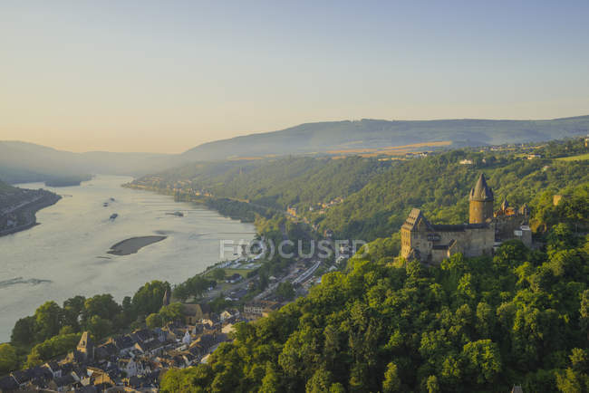 Germany, Rhineland Palatinate, Bacharach, Stahleck Castle, Upper Middle Rhine Valley in the evening — Stock Photo