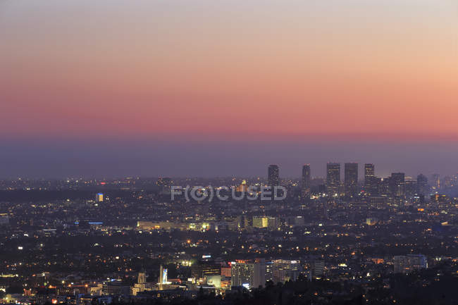 États-Unis, Californie, Los Angeles, Skyline de la ville au coucher du soleil — Photo de stock