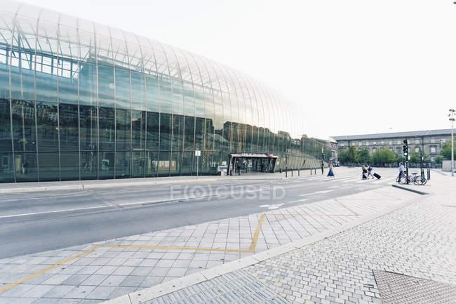 Francia, nuova facciata di vetro dell'Alsazia, Strasburgo, della stazione principale proteggere quello vecchio — Foto stock