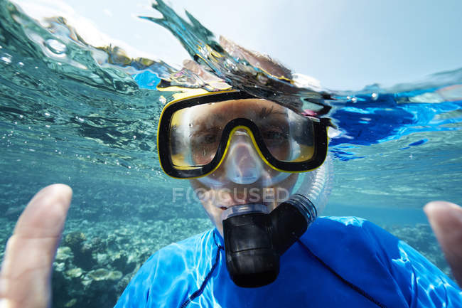 Maldives, portrait of woman snorkeling in the Indian Ocean — Stock Photo