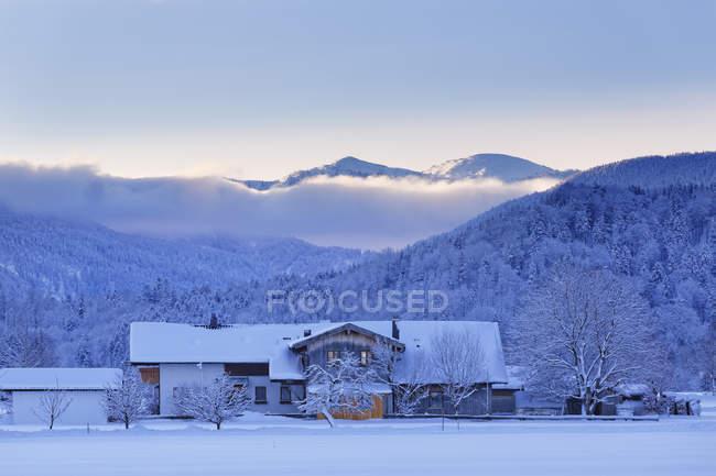 Allemagne, Bavière, Haute Bavière, Chiemgau, Grassau, maison du matin — Photo de stock