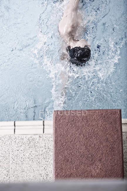 Caucasian swimmer training in indoor pool — Stock Photo