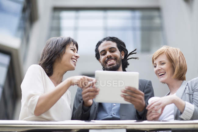 Business people standing on balcony, using digital tablet — Stock Photo