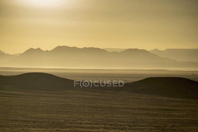 Afrika, Namibia, Sossusvlei, Blick auf Dünen bei Sonnenaufgang — Stockfoto
