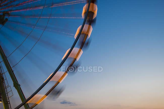 Alemanha, Renânia do Norte-Vestefália, Colónia, parte da roda grande à hora azul — Fotografia de Stock