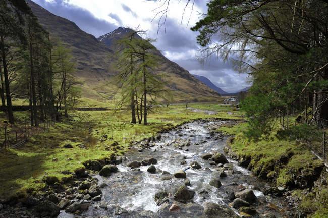 UK, Scotland, Glen Coe highlands and mountain river — Stock Photo