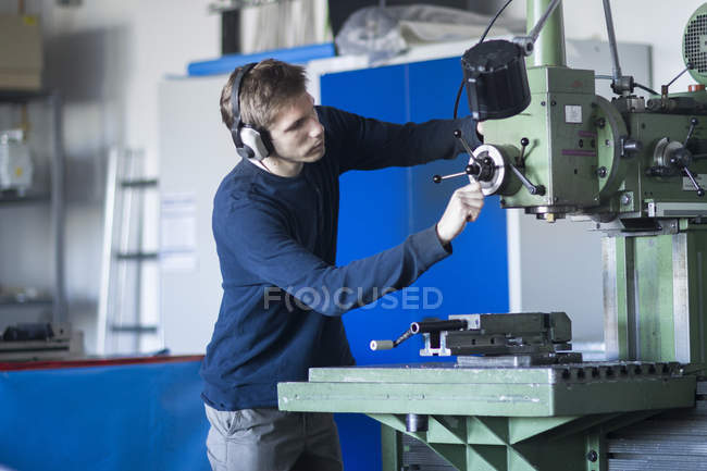 Technician working at a lathe — Stock Photo