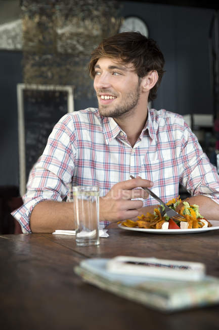 Young man in a restaurant having lunch — Stock Photo