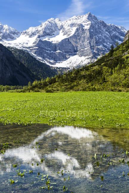 Вид на гору Ахорн со Шпицбергеном в долине Рисс, Карредель, Тироль, Австрия — стоковое фото