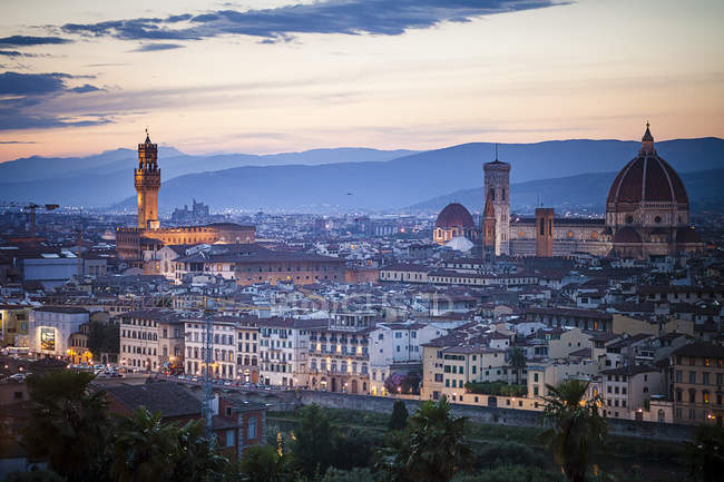 Italy, Tuscany, Florence, Cathedral Santa Maria del Fiore and Palazzo Vecchio — Stock Photo