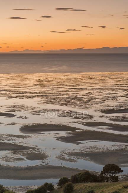 Nouvelle-Zélande, Golden Bay, Puponga, Golden Bay au crépuscule — Photo de stock