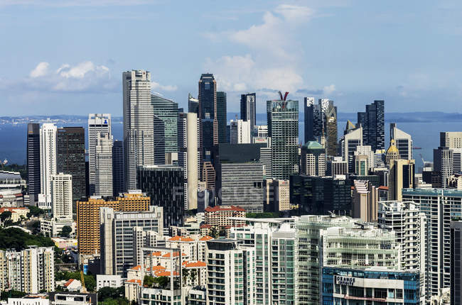 Пташиного польоту міський пейзаж Сінгапуру з хмарочосів — стокове фото