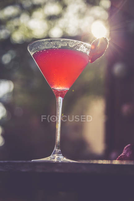 Strawberry champagne in the evening sun — Stock Photo