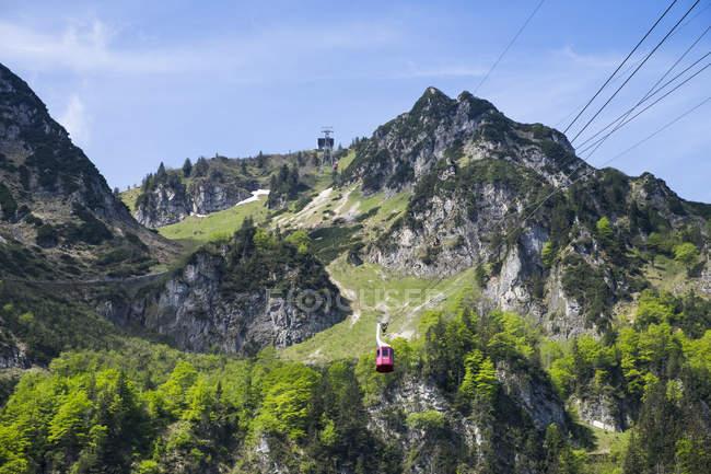 Germany, Bavaria, Chiemgau Alps, Hochfelln and Hochfelln cable car — Stock Photo