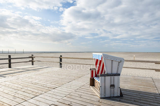 Germany,Schleswig-Holstein, North Sea, Sankt Peter-Ording, Canopied beach chair — Stock Photo