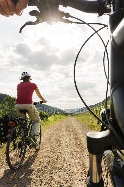 Couple riding bicycle at countryside — Stock Photo
