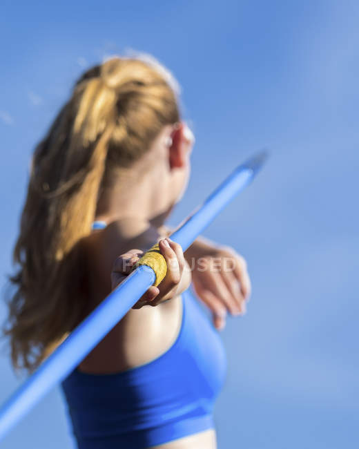 Back view of Athlete throwing javeline — Stock Photo