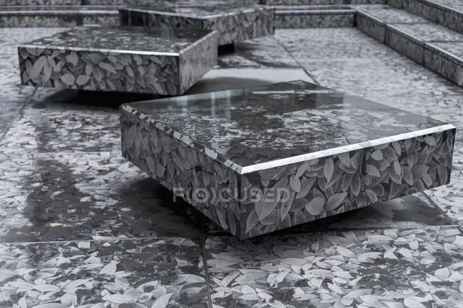 Japão, Tóquio, blocos de pedra quadrada com padrão de folha — Fotografia de Stock