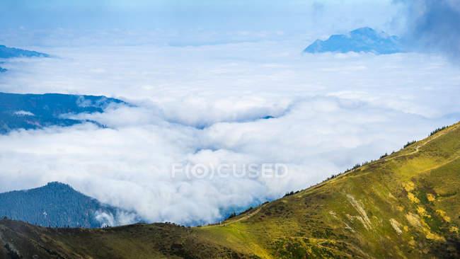Alemanha, Baviera, Alpes de Allgaeu, vista a partir de Fellhorn a Soellereck, cobertura de nuvens — Fotografia de Stock