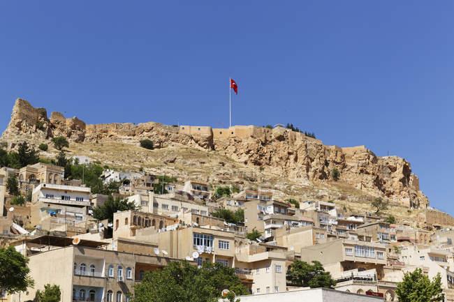 Турция, Мардин, Старый город и крепость на холме — стоковое фото