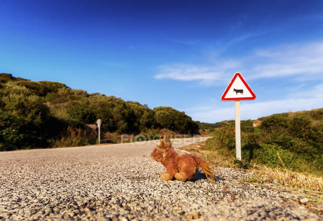 Spain, Balearic Islands, Menorca, Road sign at a road with soft toy — Stock Photo