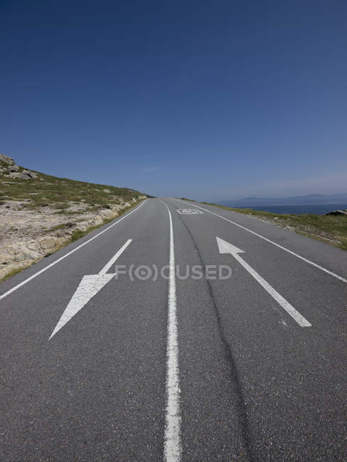 Spain, empty mountain road with directional arrows — Stock Photo