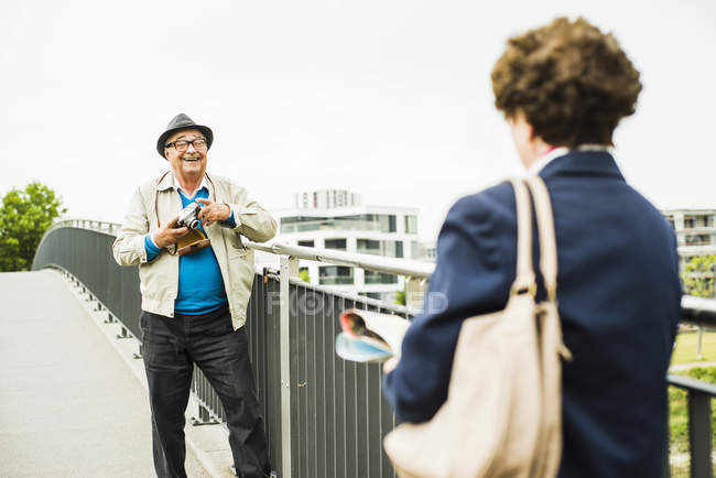 Senior man taking a picture of his wife — Stock Photo
