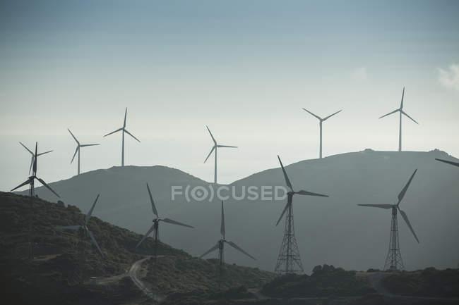 Испания, Андалусия, Фауфа, Ветряная ферма на холмах — стоковое фото