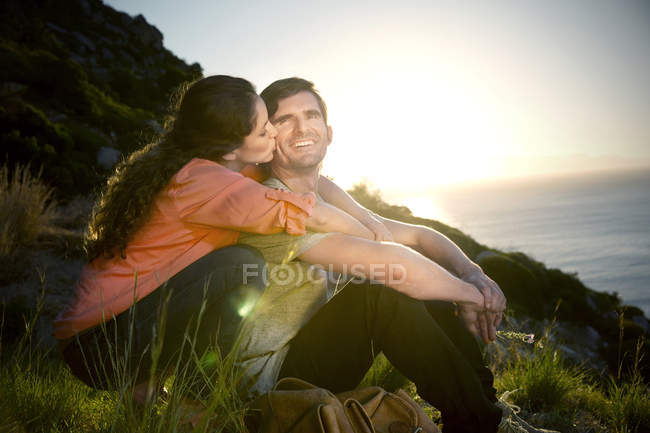 South Africa, couple kissing at the coast at sunset — Stock Photo
