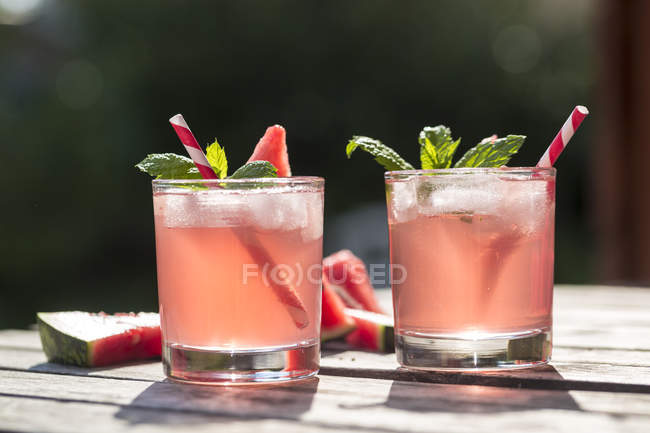 Front view of watermelon-Hugo, Mojito in glasses with drinking straws — Stock Photo