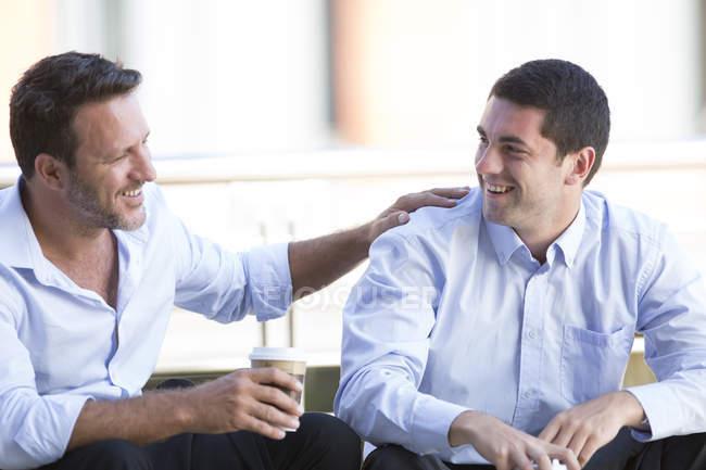Pessoas de negócios a fazer uma pausa, bebendo café — Fotografia de Stock