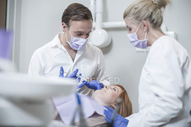 Dentist giving patient injection — Stock Photo