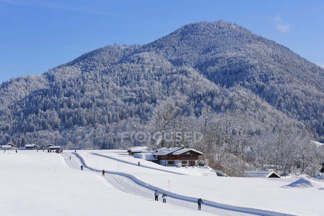 Germania, Baviera, Alta Baviera, Chiemgau, Reit im Winkl, sci di fondo in inverno — Foto stock