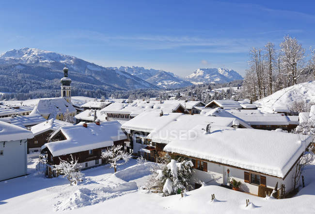 Germany, Bavaria, View to Reit im Winkl in winter, Unterberghorn and Kaiser mountains in the background — Stock Photo