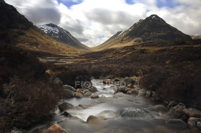 UK, Scotland, Glen Coe highlands with hills and lake — Stock Photo