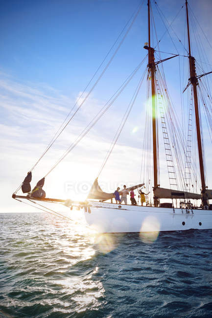 Friends on a sailing ship in bright sunlight — Stock Photo