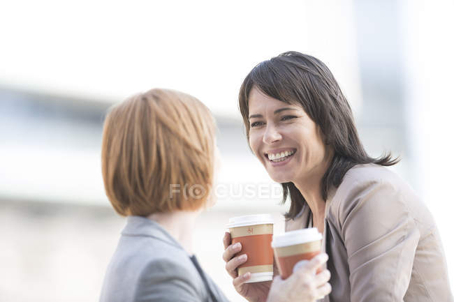 Businesswomen taking a break, drinking coffee — Stock Photo